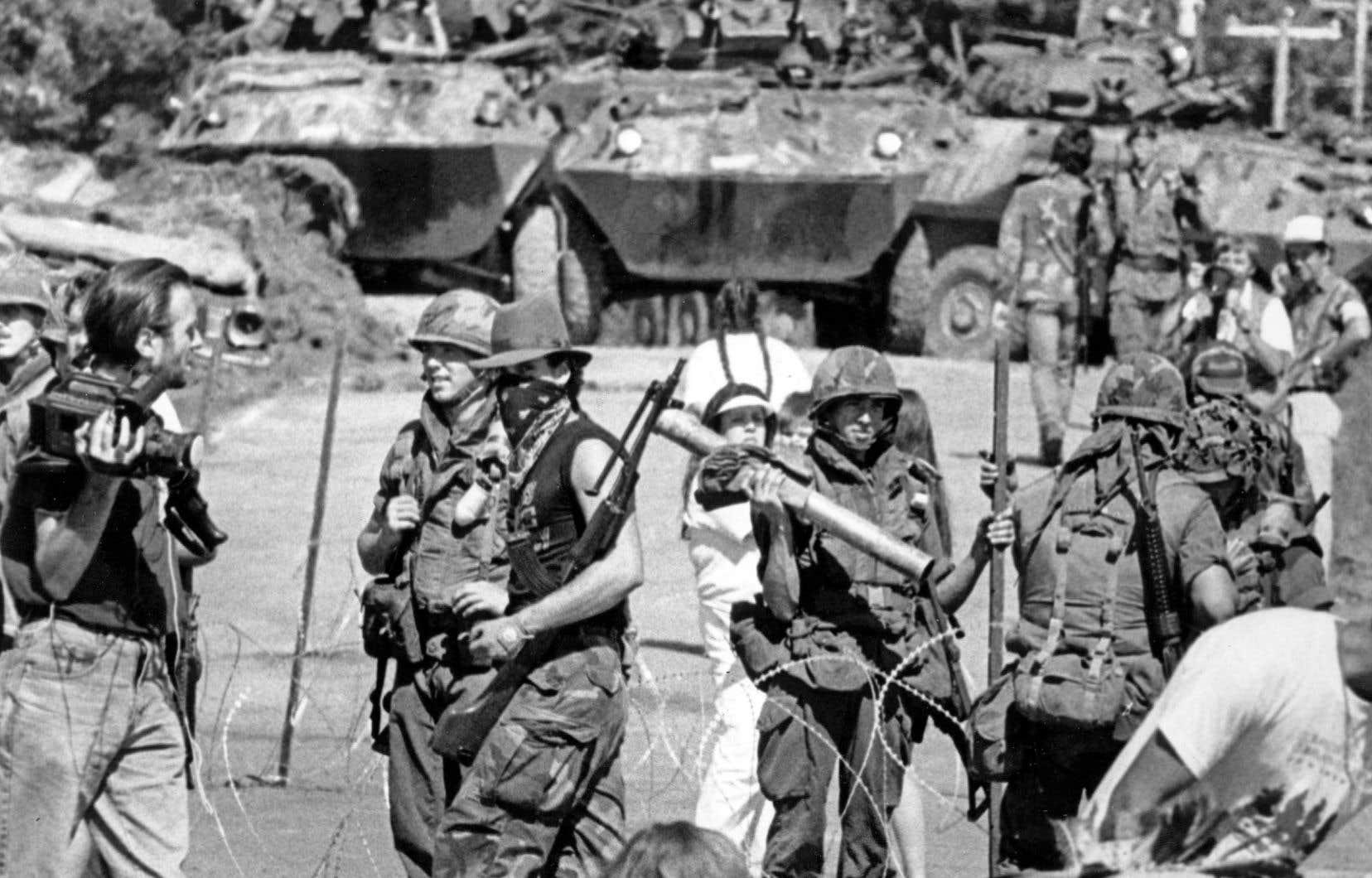 La crise s'étala sur plus de 128jours de conflit: routes et pont bloqués, mobilisation d'une centaine de policiers, intervention de l'armée canadienne. Ces événements ont fortement secoué le Québec et ont eu des répercussions à l'échelle mondiale.