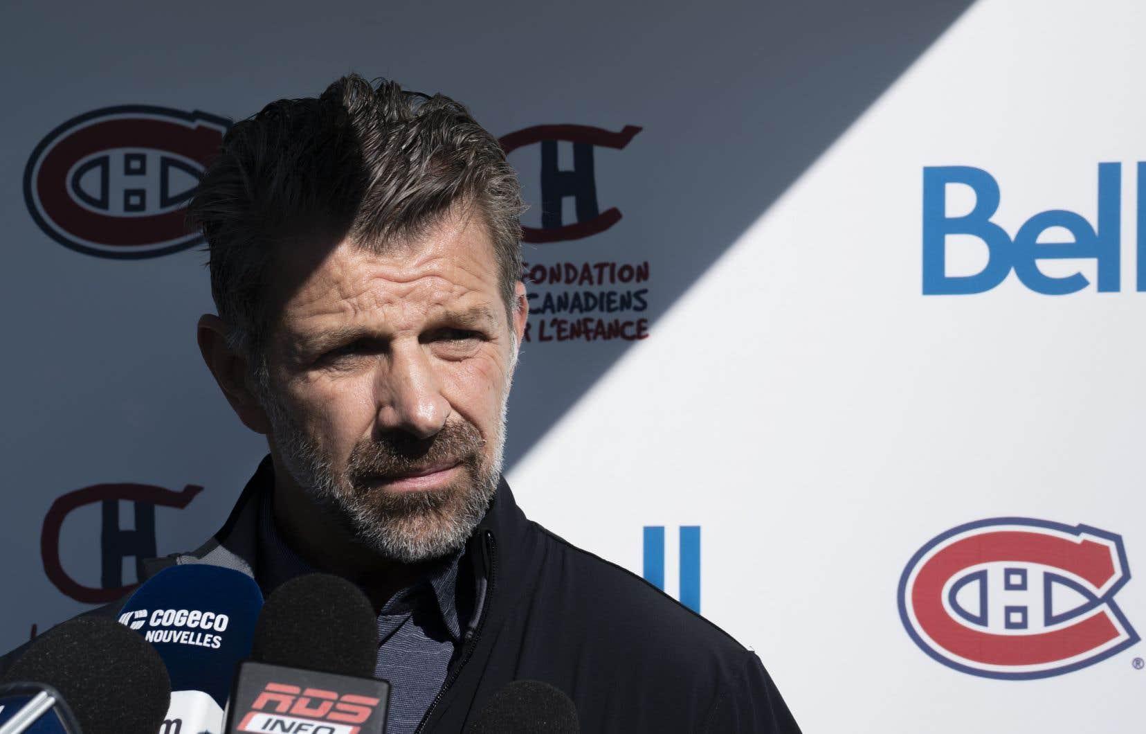 «Vous êtes tous au courant de la politique de la LNH concernant les joueurs qui ne sont pas sur la patinoire et je vais vous demander de la respecter», a dit Marc Bergevin.