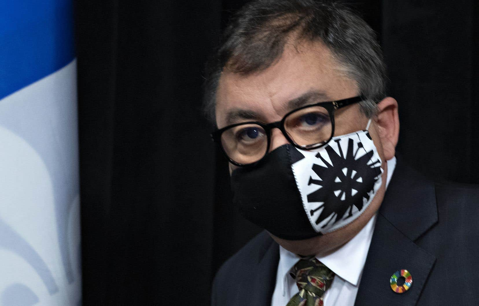 Le22 avril dernier, le Dr Arruda confirmait que Québec recommanderait le port du masque dans les situations où la distanciation sociale ne peut être respectée.