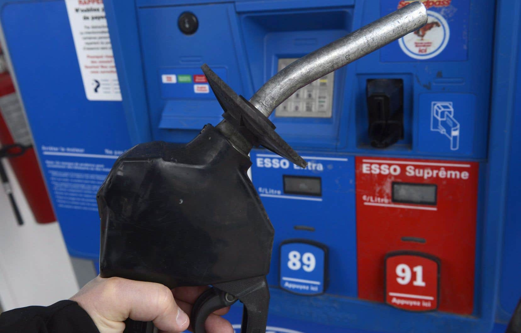 Le prix à la pompe a plongé alors que la fréquence des déplacements en voiture a baissé.