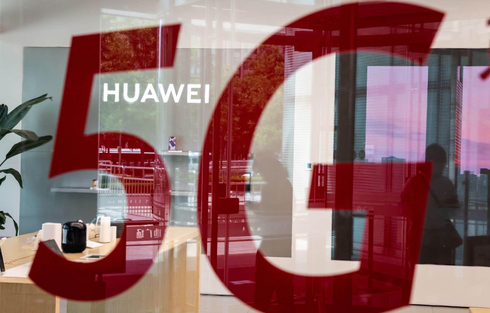 Le Royaume-Uni a annoncé qu'il allait exclure de son réseau 5G tout équipement produit par le géant chinois Huawei en raison d'un risque pour la sécurité du pays.