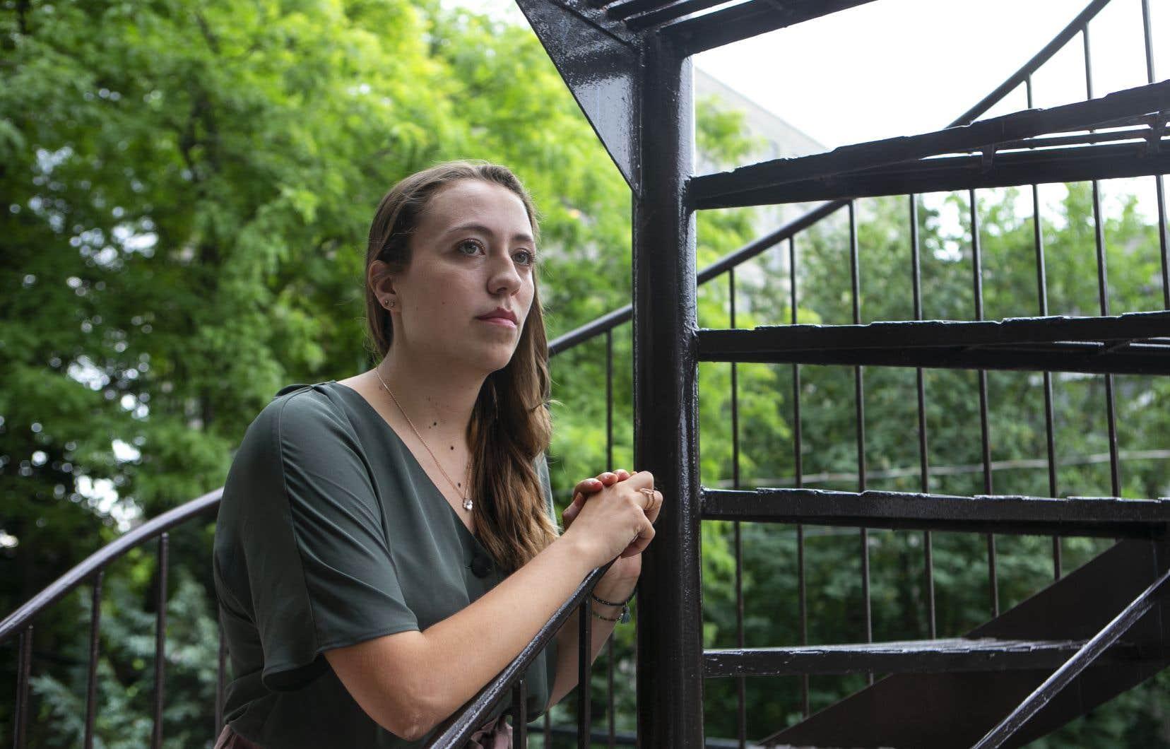 Les demandes de permis de travail et de résidence permanente de Fanny Bachevalier étaient sur pause jusqu'à maintenant, faute de données biométriques.Elle redoutait de tomber en statut implicite à la fin de son permis actuel, en août.