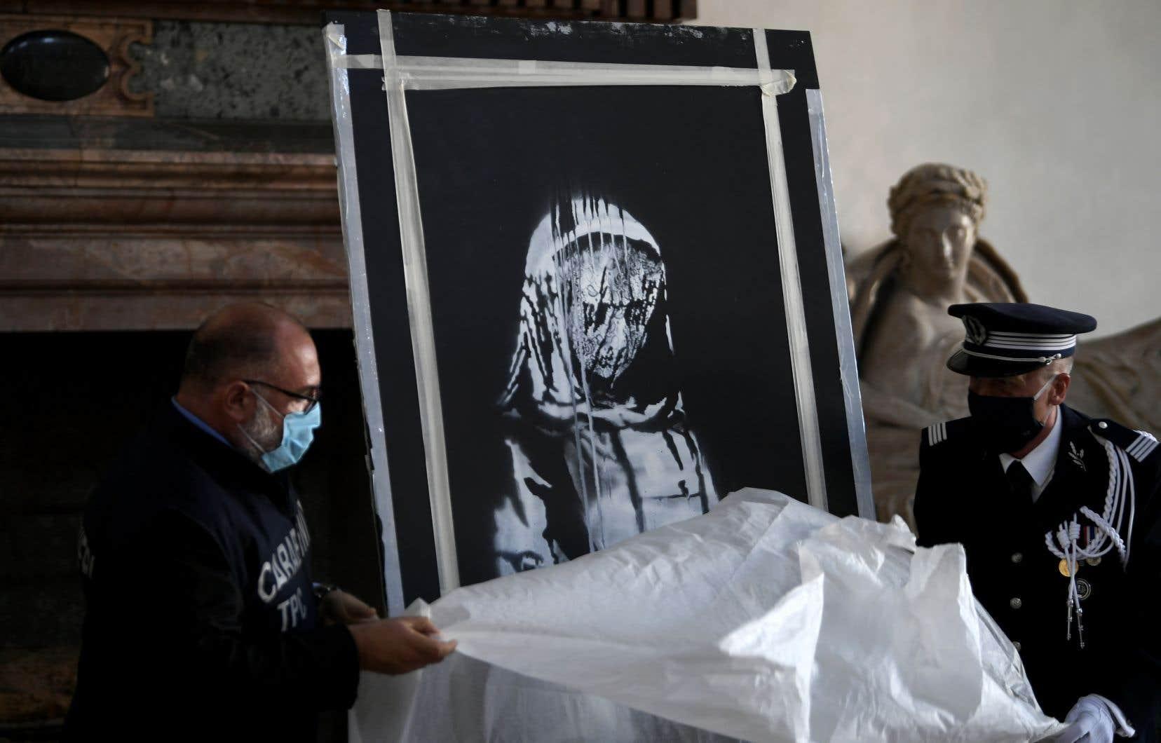 La «porte de Banksy» a été exposée à l'ambassade de France en Italie après avoir été restituée.