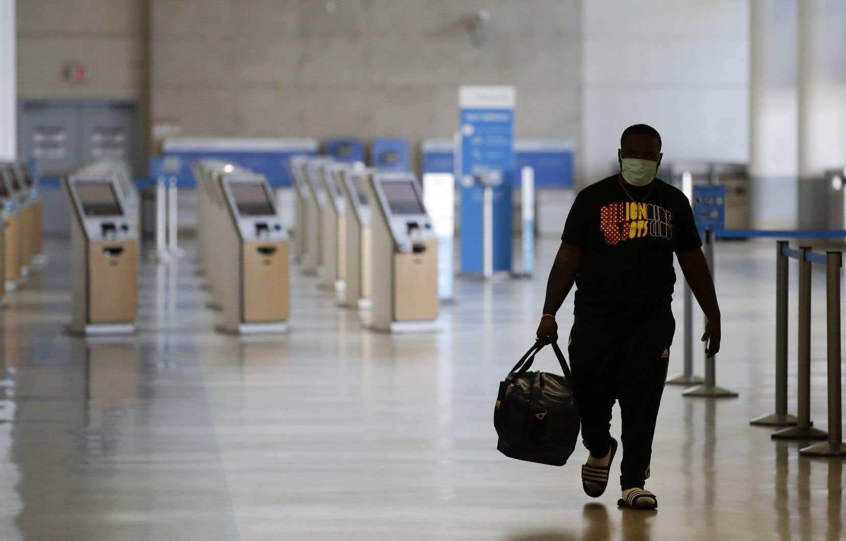 La crise de la COVID-19 a touché de plein fouet le transport aérien en raison du confinement de la population et des restrictions sur les voyages à l'international.