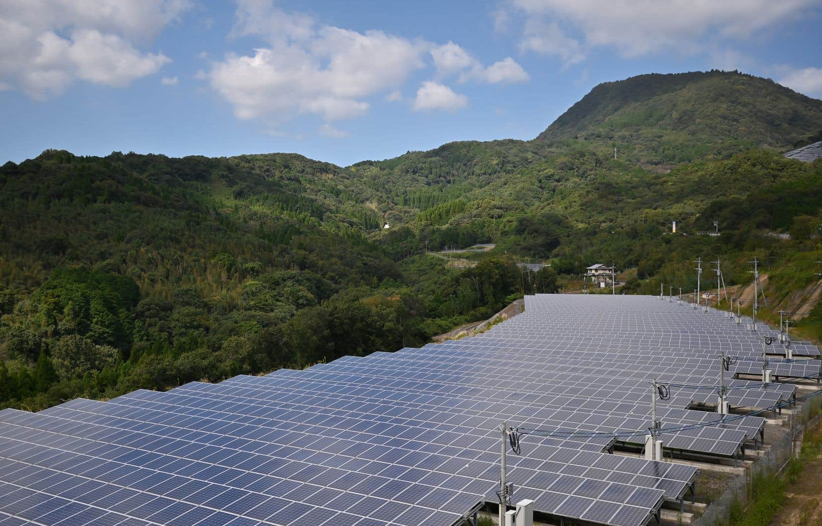 Une usine de transformation d'énergie solaire au Japon