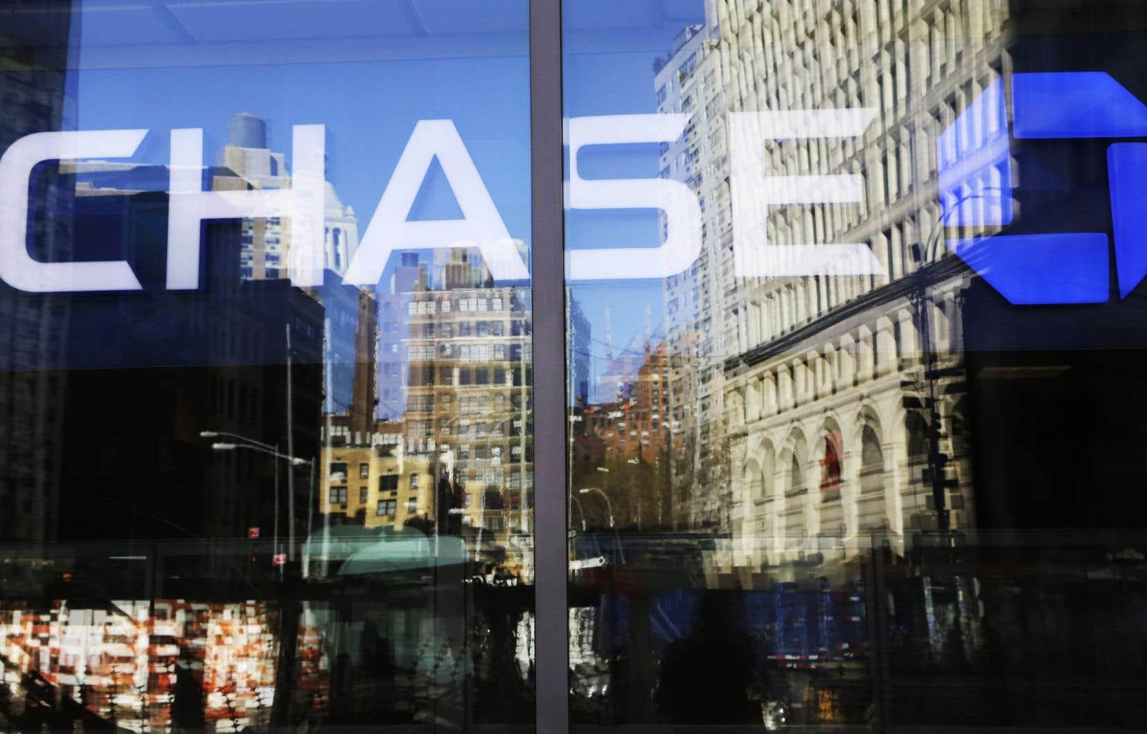Principalement à cause des fonds réservés pour les créances douteuses, le bénéfice de JPMorgan Chase a diminué de moitié au cours du trimestre d'avril à juin.