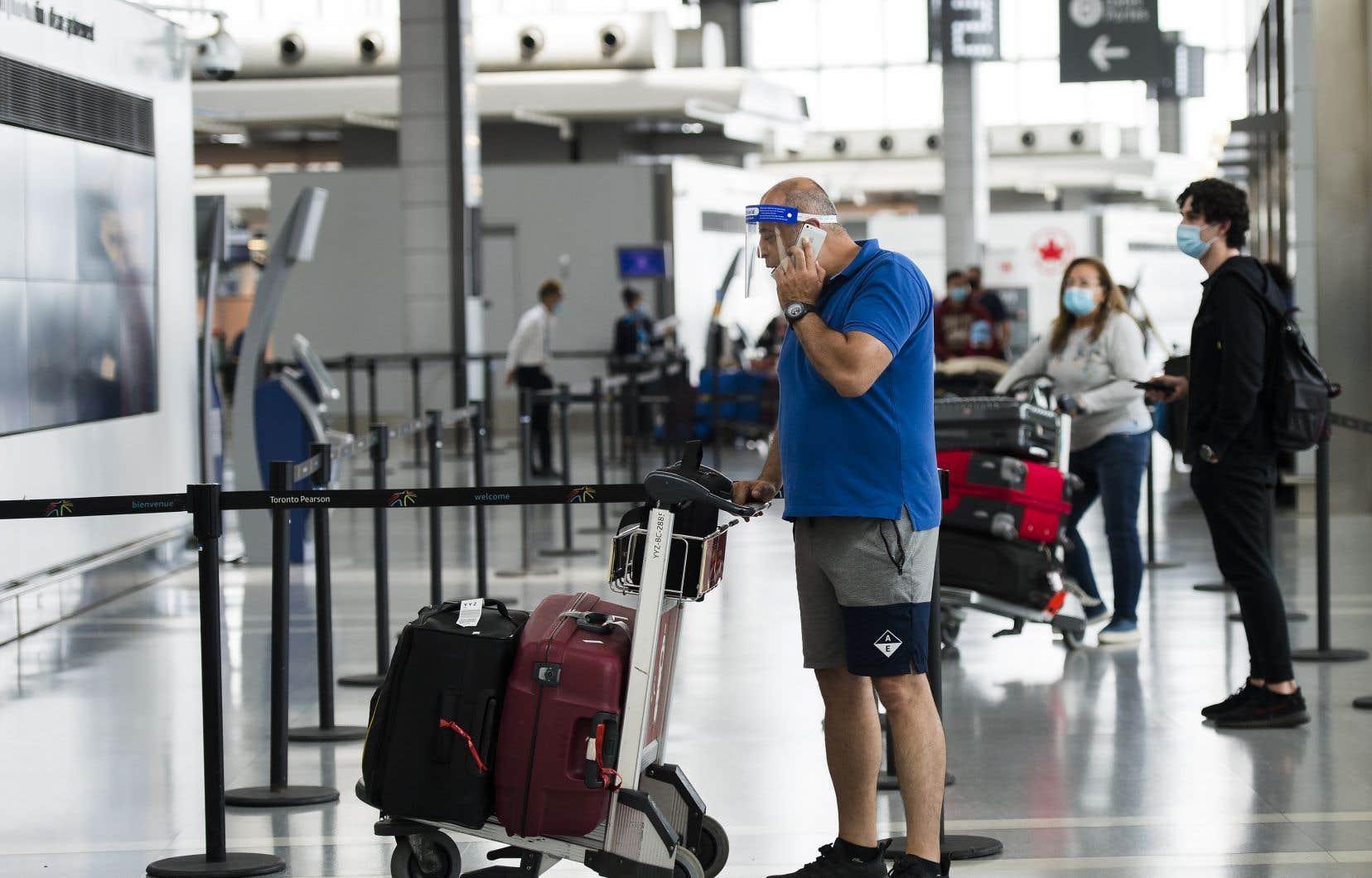 Selon des experts, la pandémie a permis d'exposer les lacunes de la nouvelles charte des voyageurs, alors que des milliers de passagers ont vu leur vol annulé sans pouvoir se faire rembourser.
