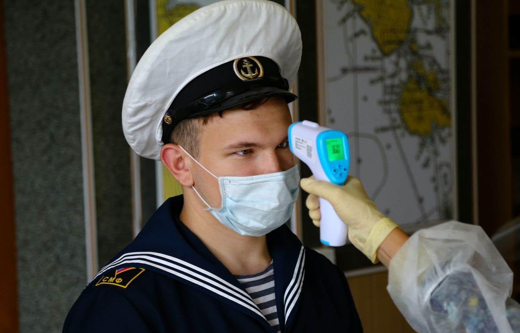 <p>Menés par le ministère russe de la Défense et le Centre de recherches en épidémiologie et microbiologie Nikolaï Gamaleïa, ces essais ont débuté à la mi-juin dans un prestigieux hôpital militaire à Moscou sur un groupe de volontaires comprenant essentiellement des militaires russes, mais aussi des civils.</p>