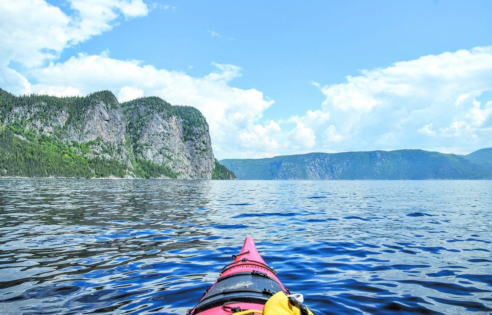 Pour vraiment «vivre» le fjord, il faut absolument voguer entre ses falaises de 300 mètres et le kayak de mer reste sans doute le meilleur moyen de se fondre dans l'environnement.