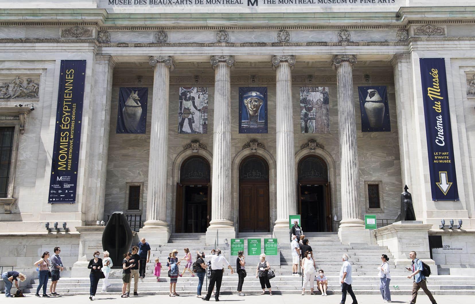 De nombreux visiteurs masqués étaient présents lors de la réouverture du Musée des beaux-arts de Montréal, au début du mois de juin.