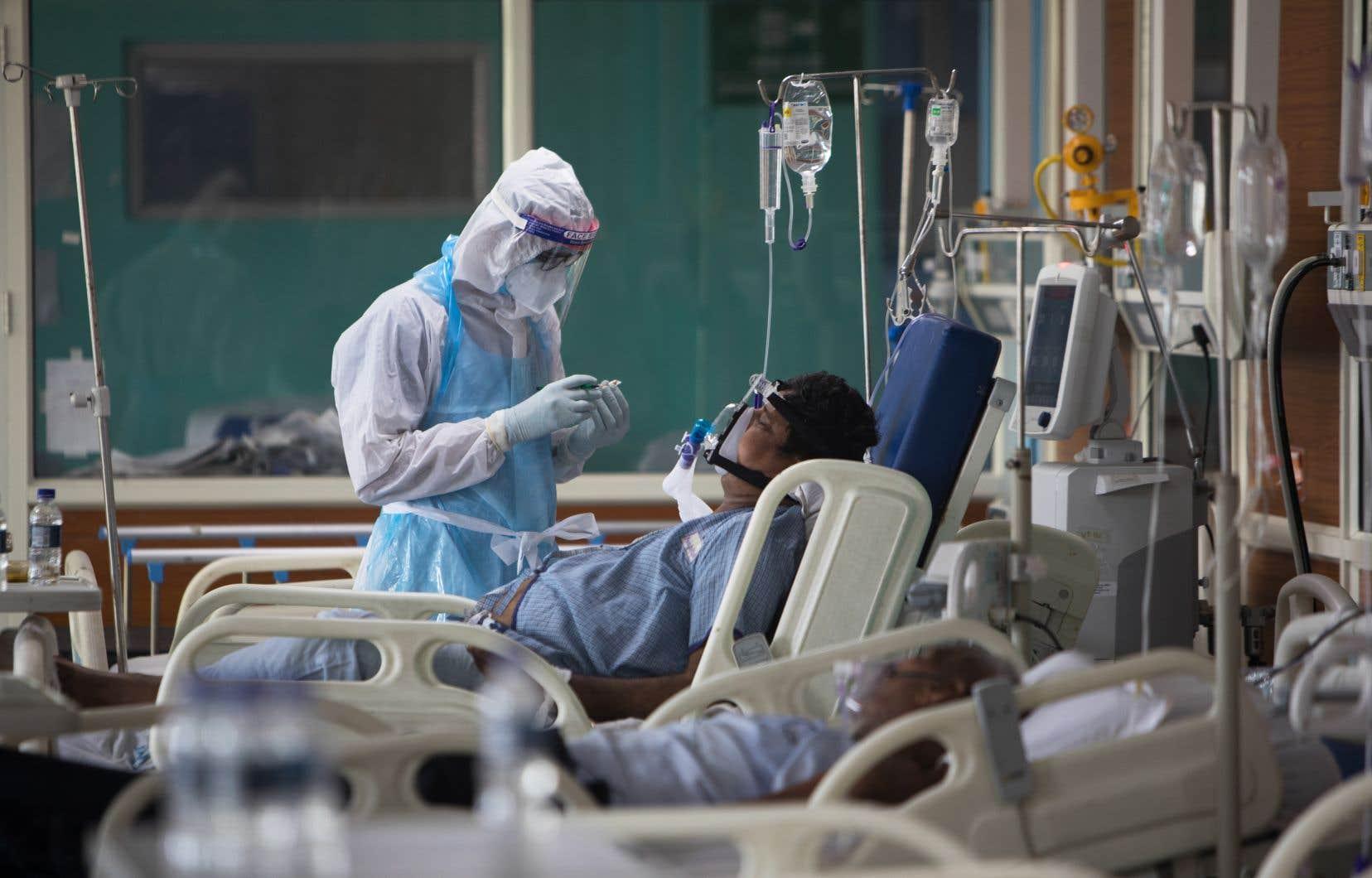 Une unité de soins intensifs à l'hôpital Sharda, dans la ville de Greater Noida, près de New Dehli, en Inde