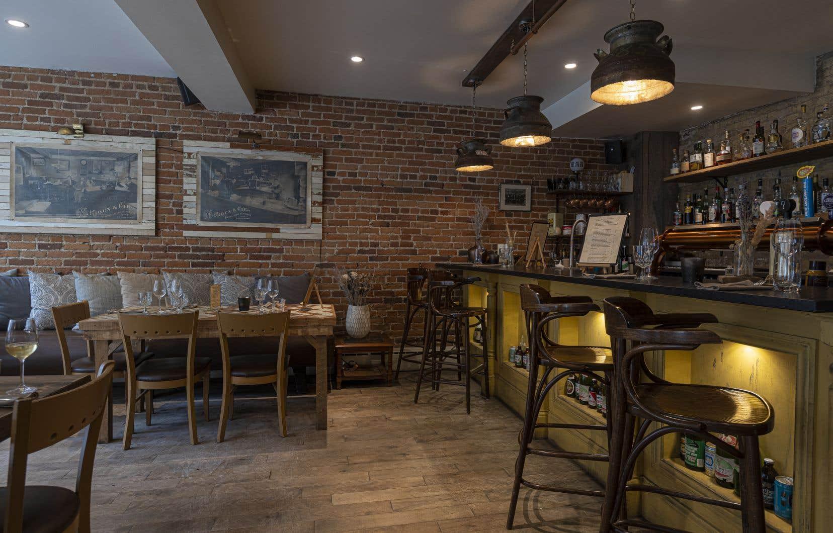 La distance entre les tables et le nombre de convives rend le restaurant plus intimiste.
