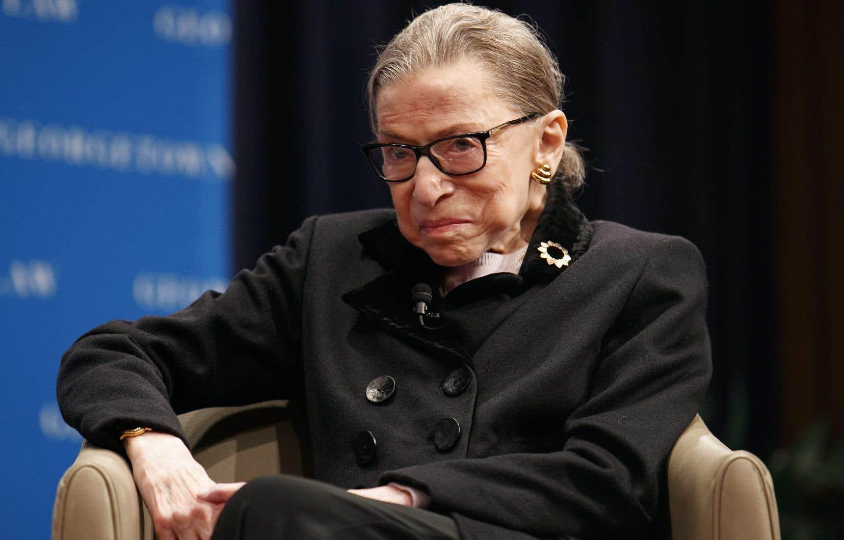La juge Ruth Bader Ginsburg, l'une des quatre juges progressistes sur les neuf de la Cour suprême, est reconnue pour ses combats pour la cause des femmes, des minorités et de l'environnement.