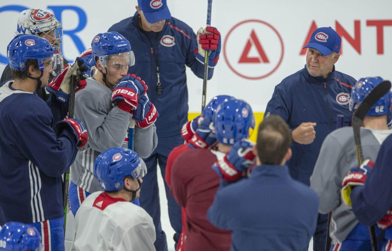 À la fin de l'entraînement de vendredi, à Brossard, l'entraîneur Claude Julien a parlé un bon moment à ses joueurs.
