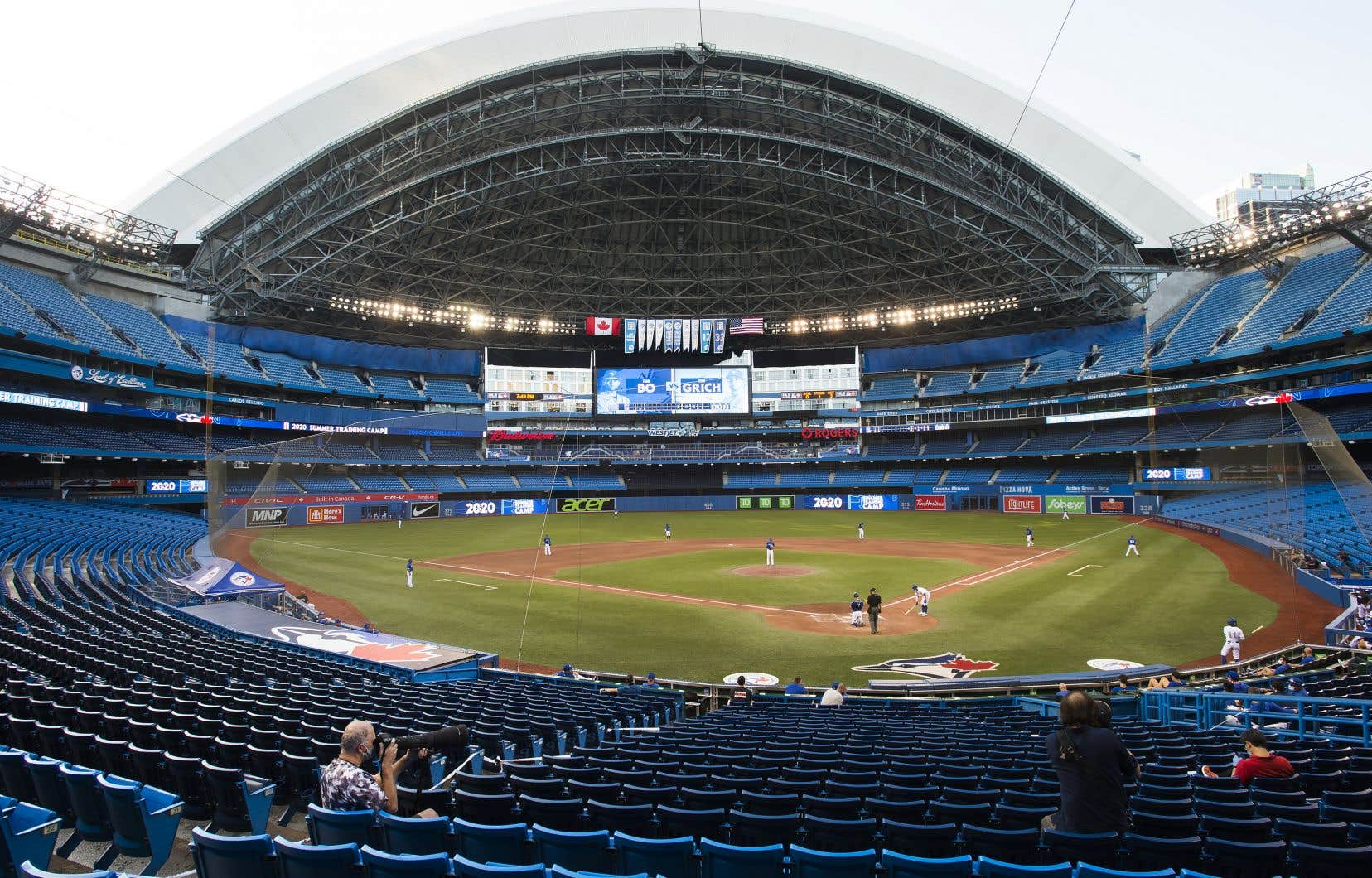 L'équipe a pu s'entrainer au Rogers Centre, mais ne pourra pas y jouer en saison régulière.
