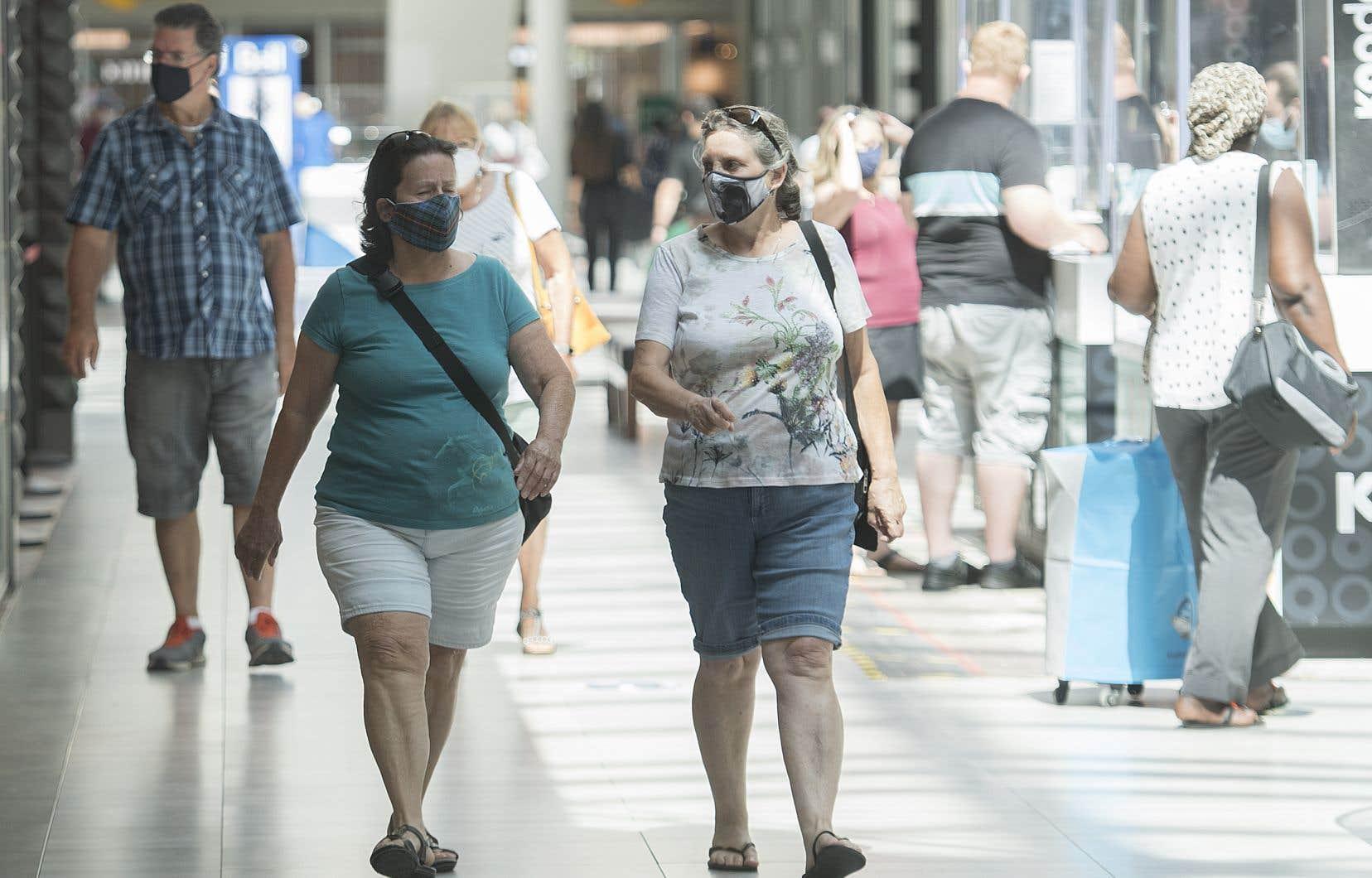 <p>Samedi, le Québec est devenu la première province à imposer le port du masque à l'intérieur des espaces publics.</p>