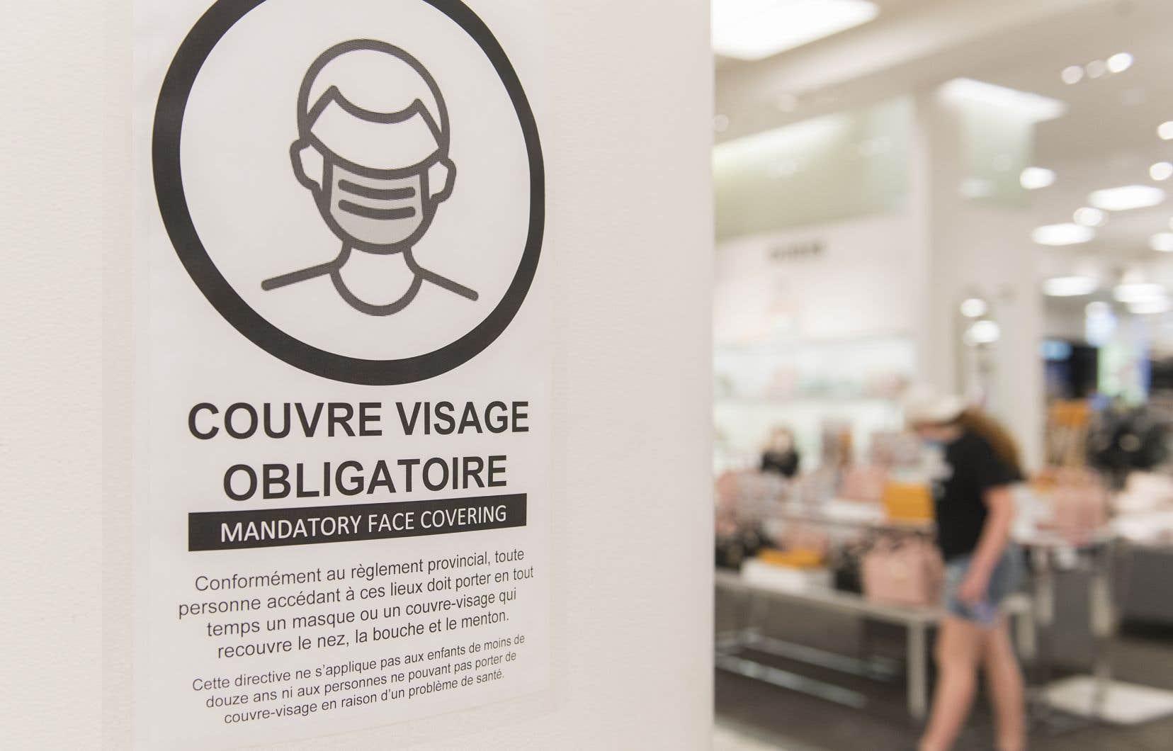 Le Québec est devenu samedi la première province à imposer le port du masque dans les espaces publics intérieurs.