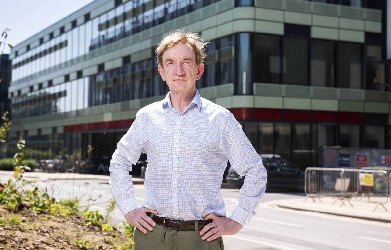 Adrian Hill, directeur de l'Institut Jenner, dirige les recherches pour trouver un vaccin contre la COVID-19 à l'Université d'Oxford.