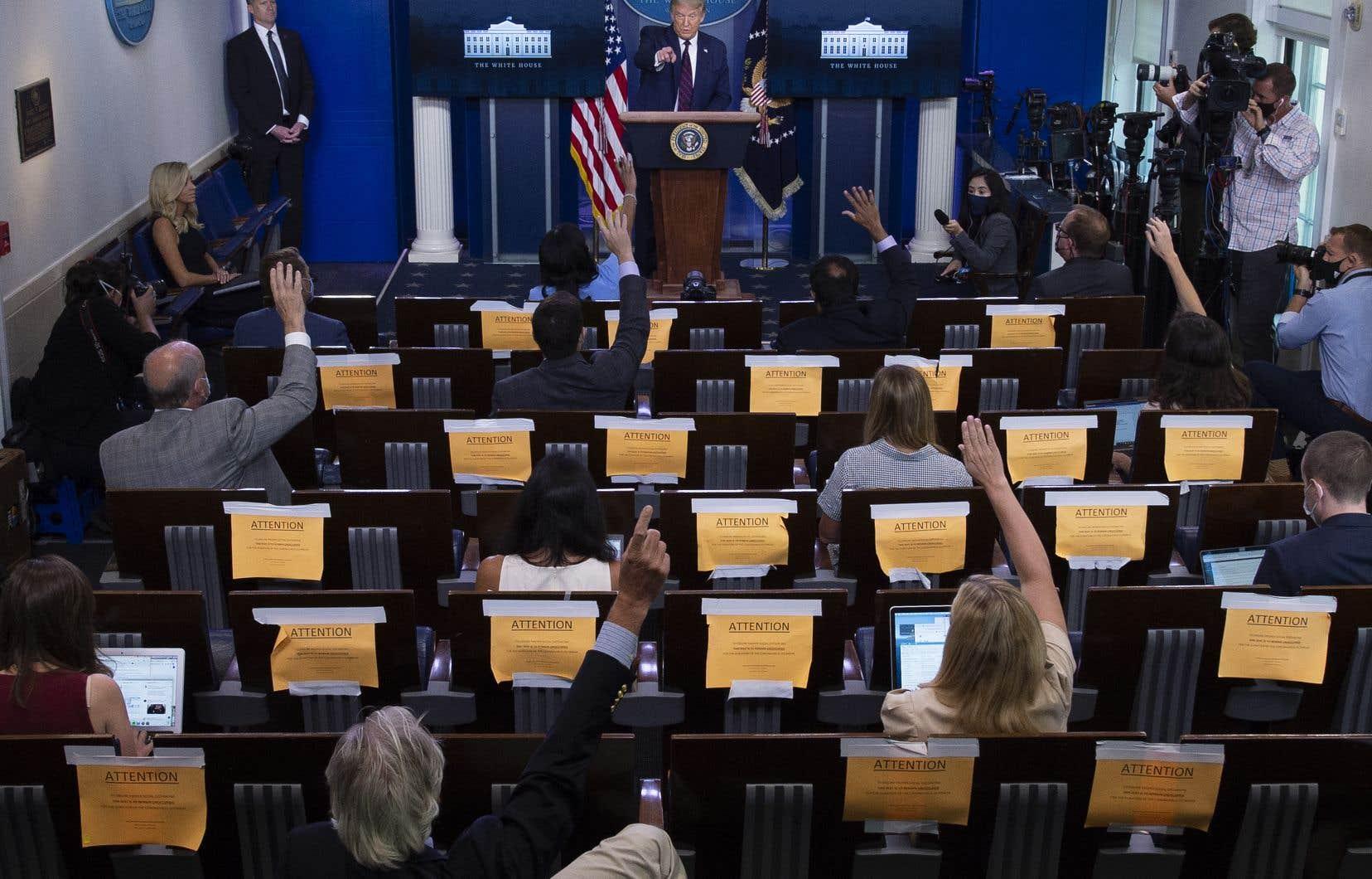 Donald Trump a donnésa première conférence de presse consacrée à ce qu'il appelle «le virus de Chine» depuis fin avril.