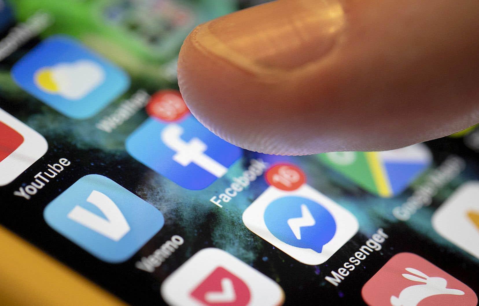 Plusieurs pages de dénonciations anonymes ont récemment vu le jour sur Instagram et Facebook, dont «Dis son nom» et «Victims voices». À partir de témoignages d'inconduites pour la plupart sexuelles, une liste de présumés agresseurs a commencé à circuler.