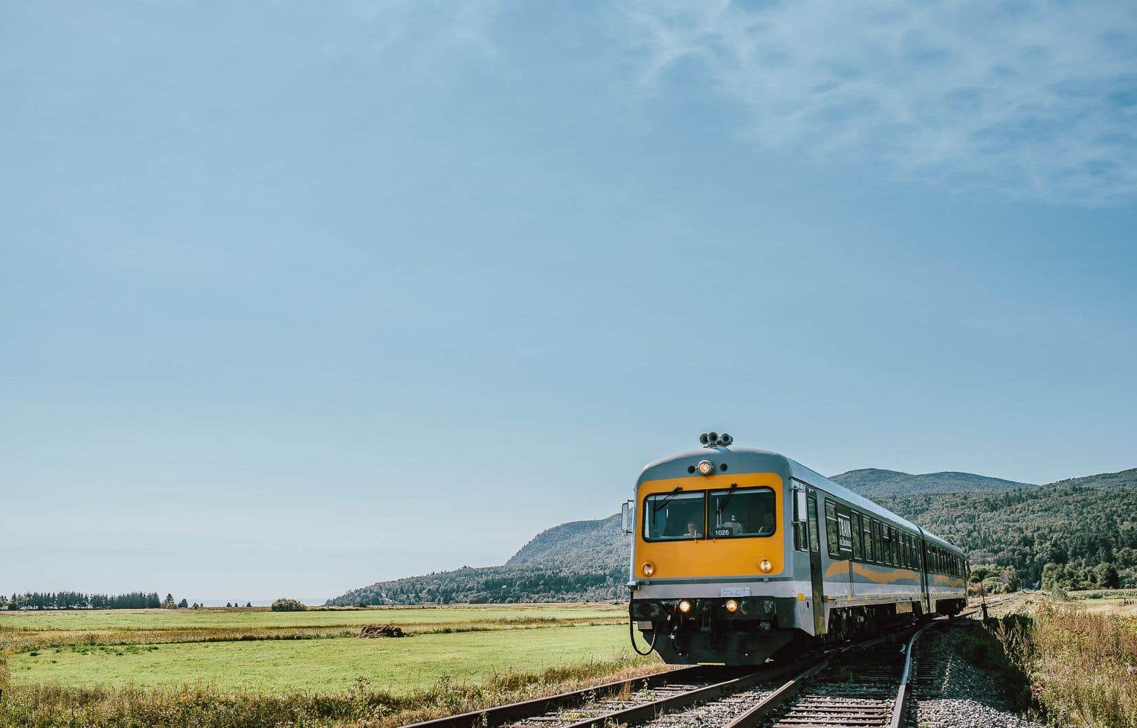 Le train de Charlevoix est de nouveau sur les rails dans la région, entre Baie-Saint-Paul et La Malbaie.
