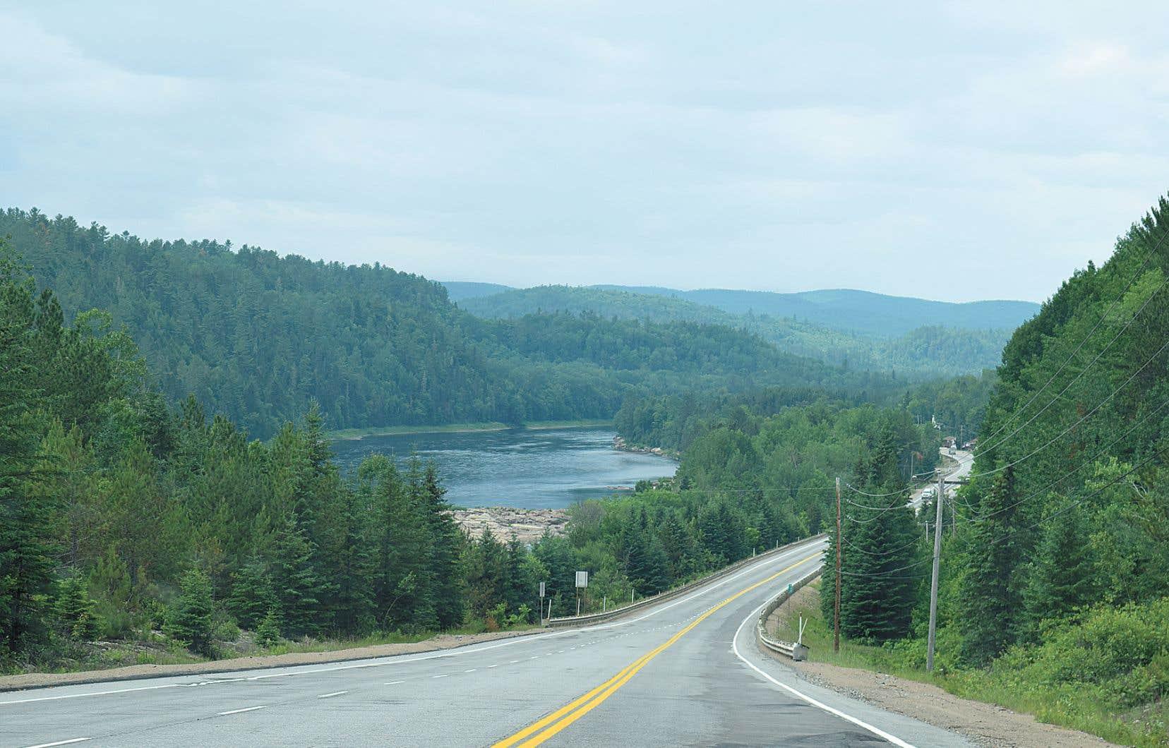 Selon des données obtenues auprès du ministère des Transports du Québec, de 2800 à 4800 véhicules sillonnent habituellement quotidiennement le tronçon entre Grandes-Piles et La Tuque, dont près du tiers sont des poids lourds.