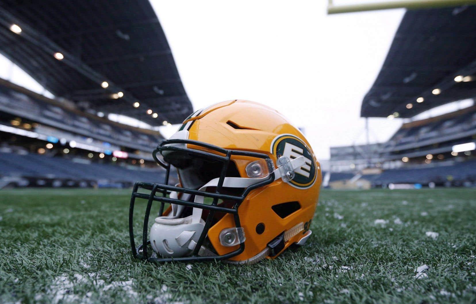 En attendant que l'équipe soit rebaptisée, elle portera le nom de «EE Football Team» et «Edmonton Football Team».