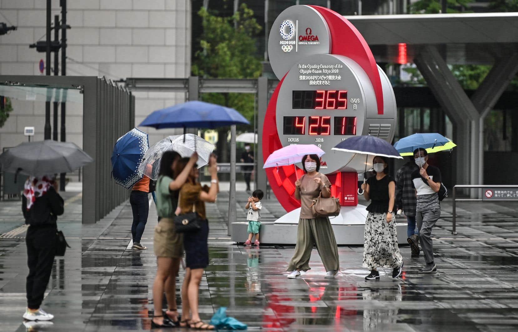 <p>Les organisateurs ont prévu dans la soirée une modeste célébration dans le nouveau stade olympique national, à huis clos, alors que la capitale japonaise fait face à une deuxième vague de COVID-19.</p>