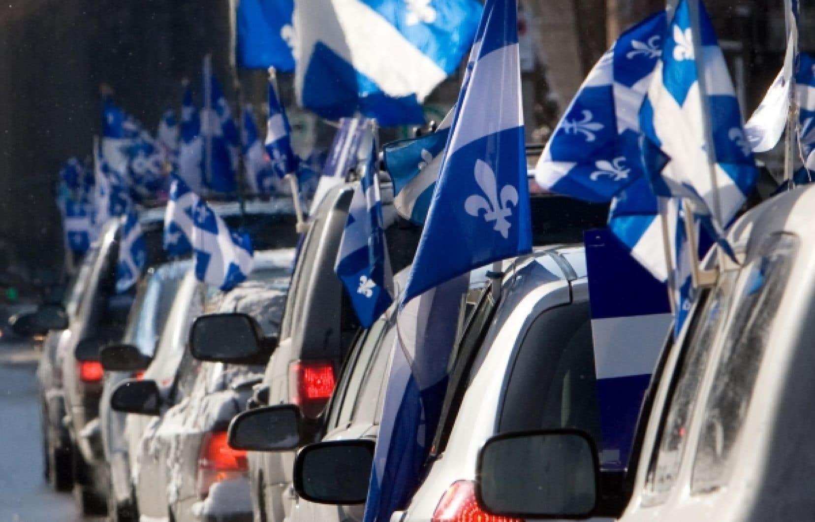 Défilé de voitures organisé par la Société Saint-Jean-Baptiste dans les rues de Montréal le 16 janvier dernier pour souligner le 63e anniversaire du drapeau québécois, qui fut hissé pour la première fois à l'Assemblée nationale le 21 janvier 1948.