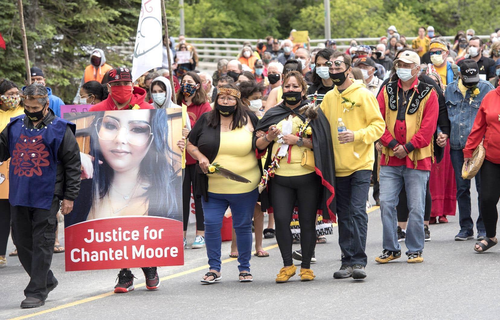 En juin dernier, une jeune Autochtone du Nouveau-Brunswick, Chantel Moore, est morte lors d'une intervention policière. Sur la photo, une manifestation à la suite de son tragique décès.
