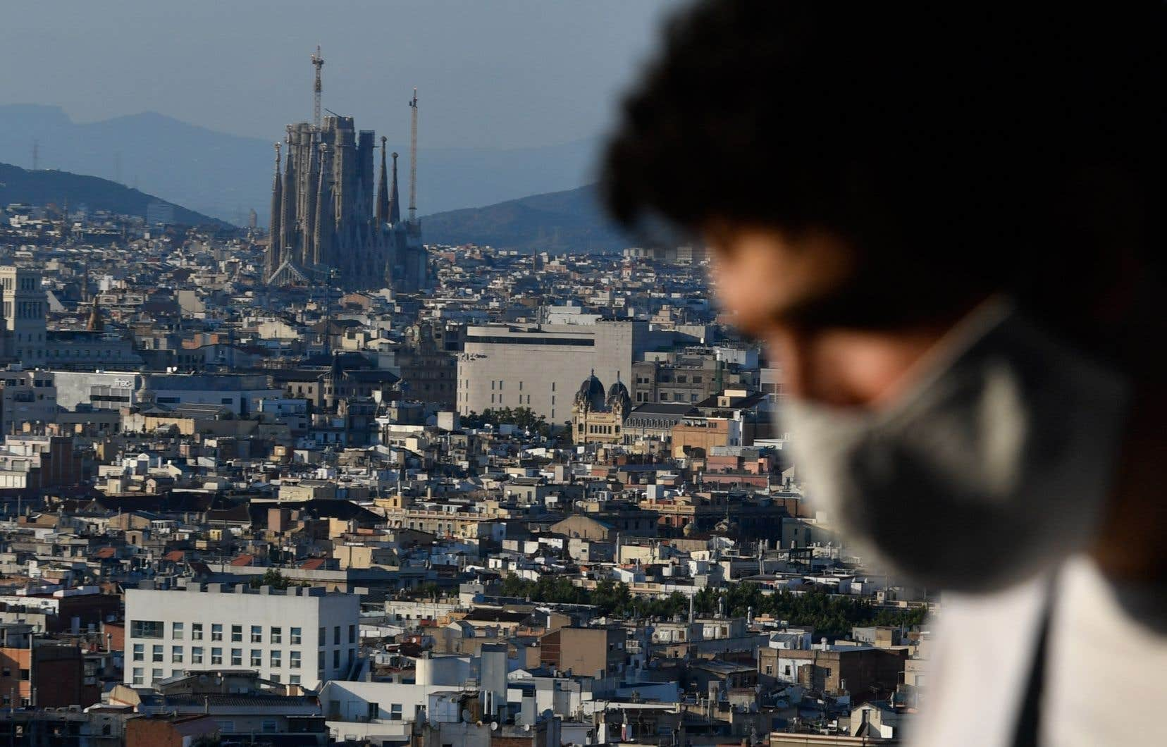 Alors que des États annoncent des restrictions à l'égard de l'Espagne, le gouvernement espagnol affirme que la situation est «maîtrisée» et que les foyers d'éclosion sont «localisés et isolés».