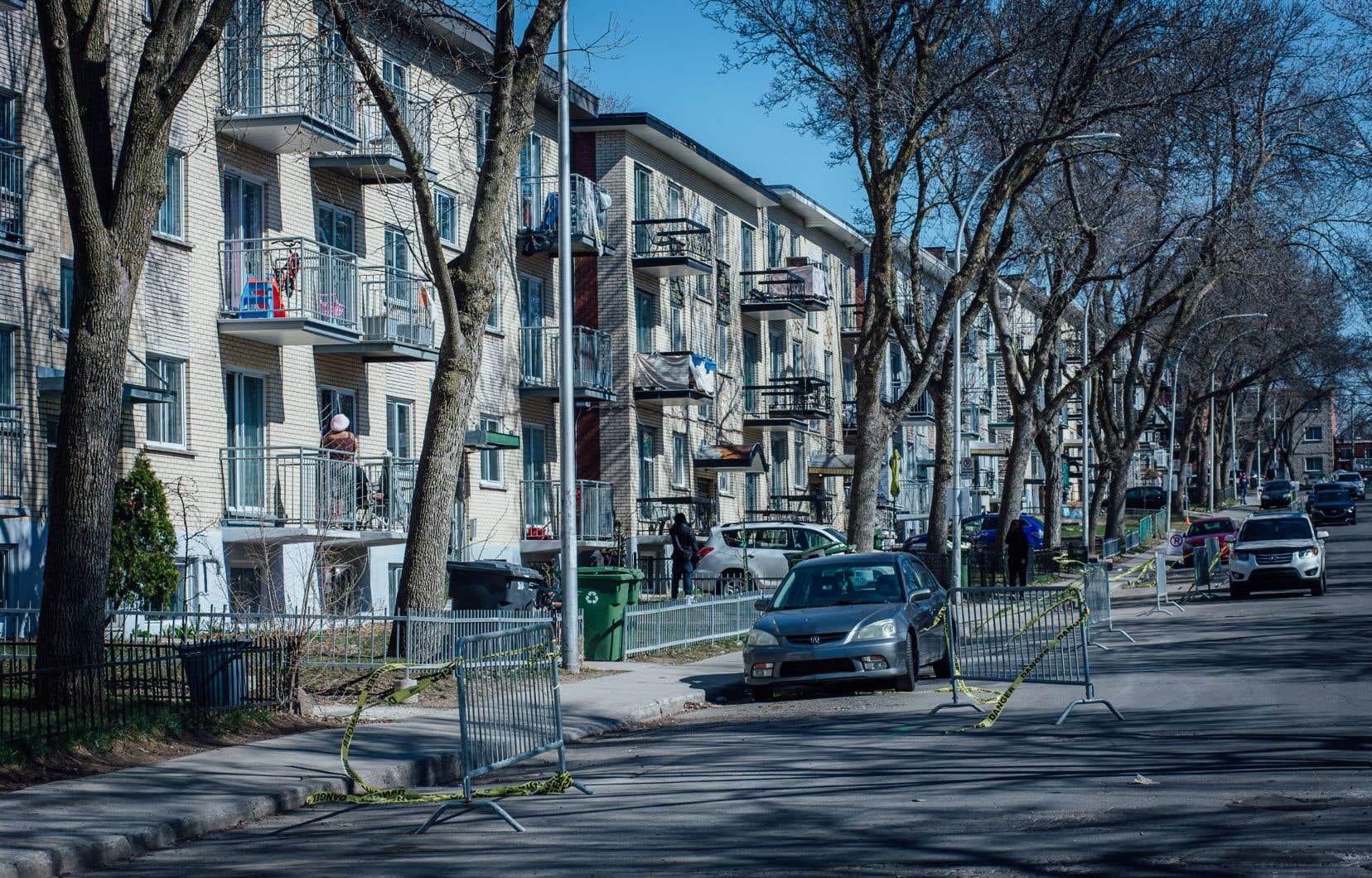 Le ministère de la Santé et des Services sociaux n'envisage pas «pour l'instant» d'imposer le masque dans les immeubles d'habitation.