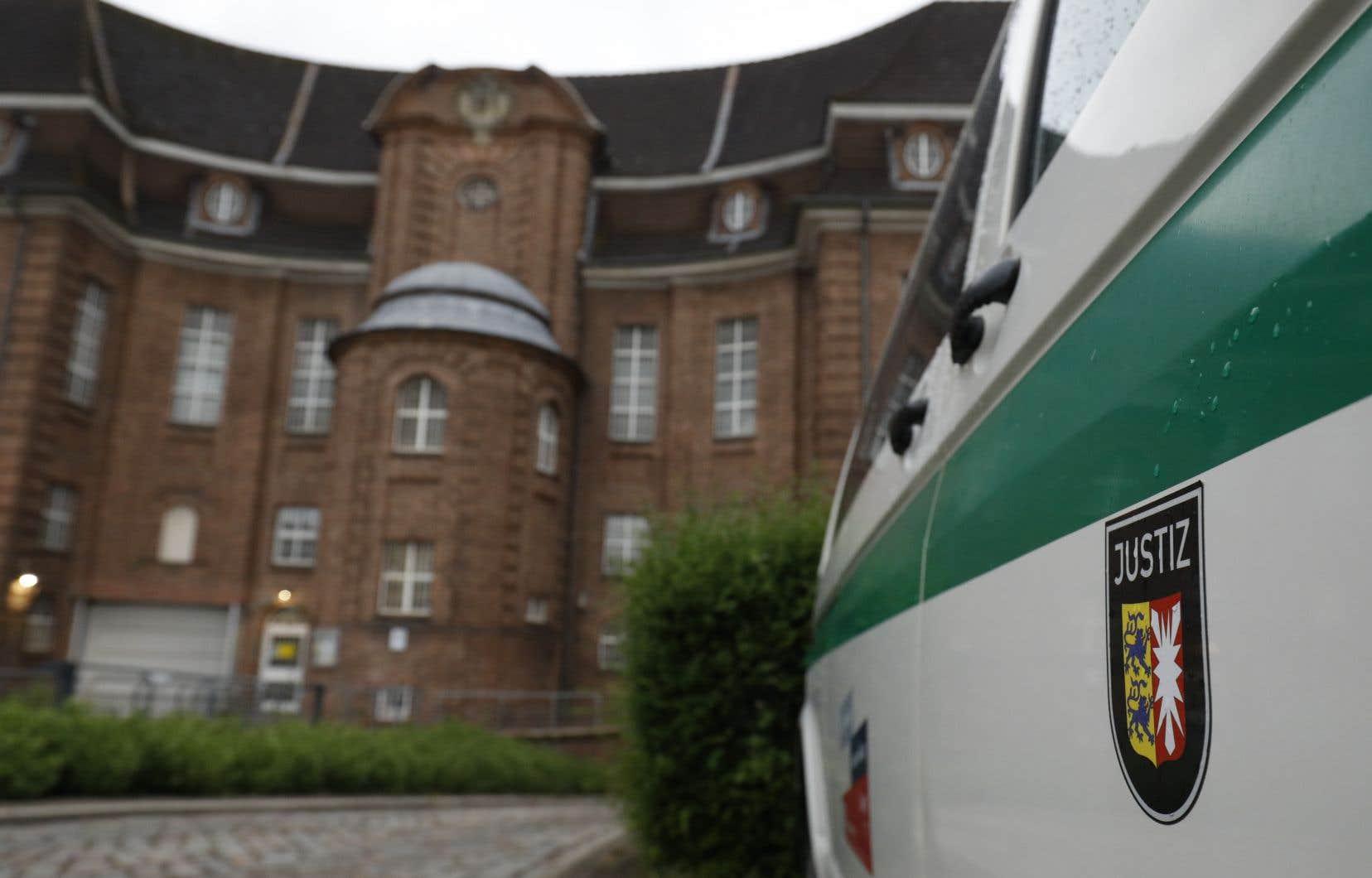 <p>Le suspect, Christian B., 43 ans, est actuellement en détention à Kiel, dans le nord de l'Allemagne, pour une autre affaire.</p>