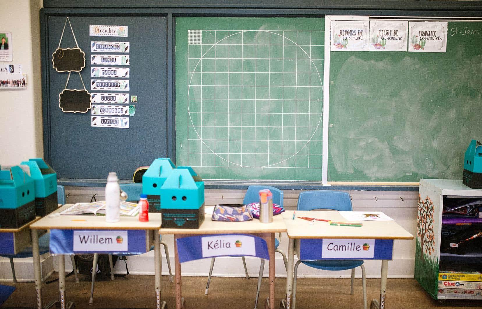 De nombreuses provinces n'ont pas encore décidé si elles rouvriront les écoles et, si elles le font, si ce sera à temps plein ou avec un type de modèle hybride impliquant un enseignement en classe, possiblement renforcé par des cours en ligne.