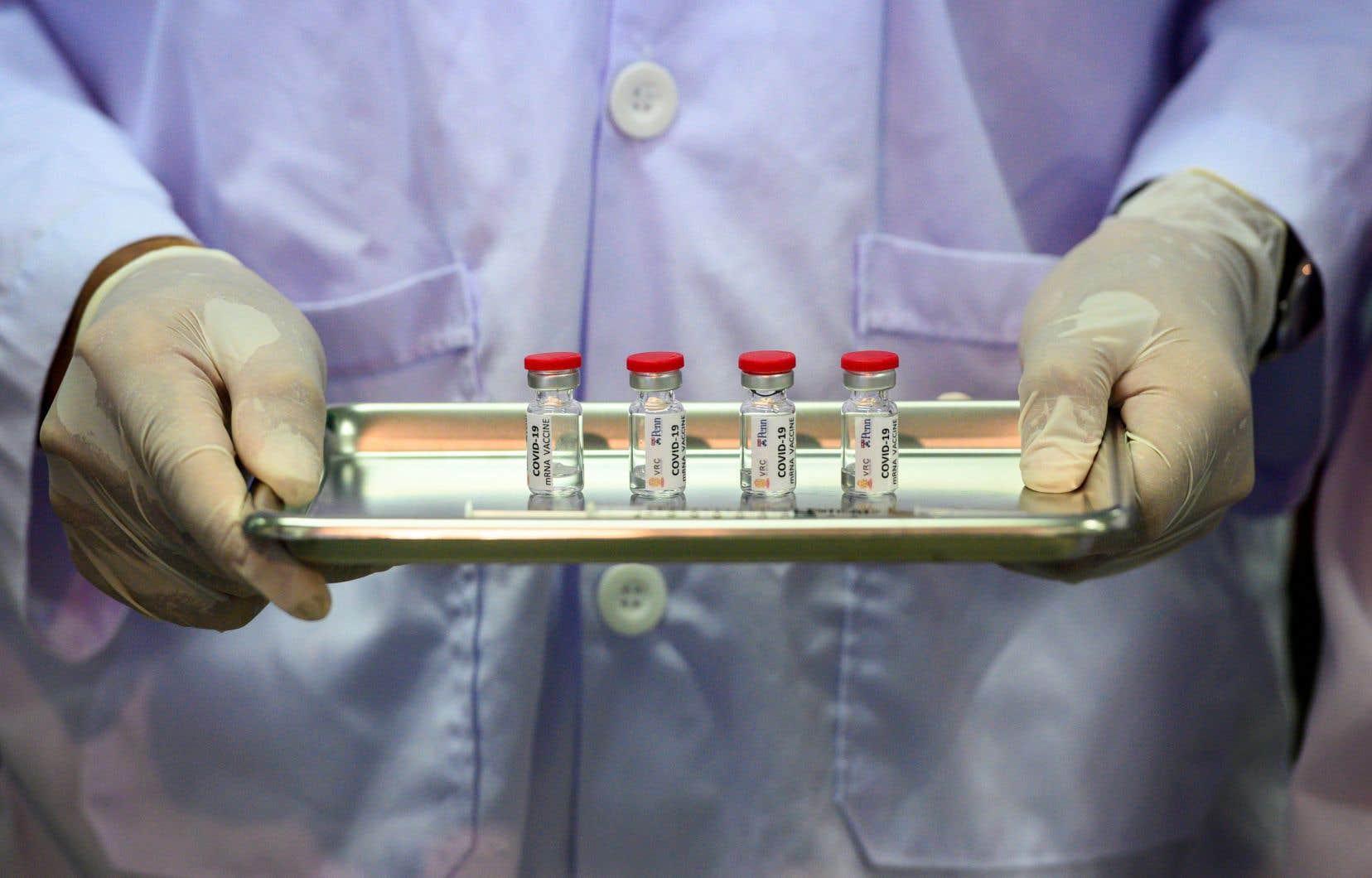 Selon la la directrice de la santé publique du Canada, D<sup>re</sup>Theresa Tam, un groupe de travail indépendant sur les vaccins conseille le gouvernement fédéral concernant différentes options pour le choix du vaccin au pays, notamment en explorant la possibilité de fabriquer un remède potentiel canadien contre la COVID-19.