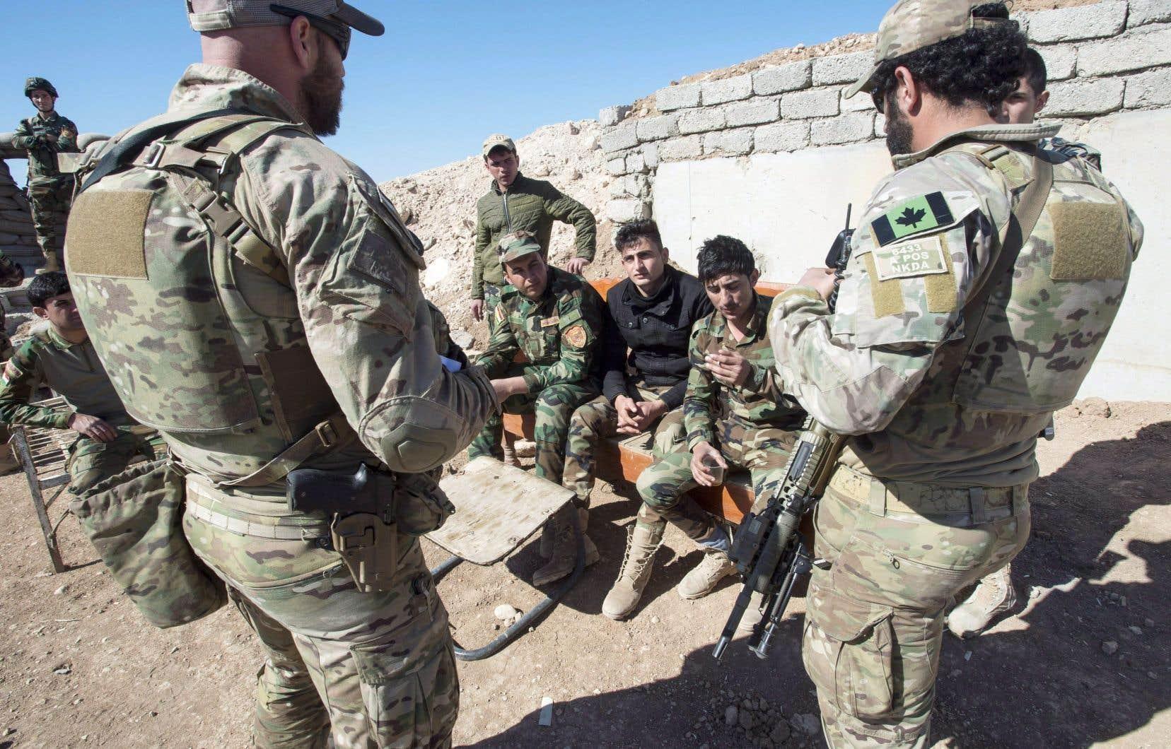 Les Forces armées canadiennes ont déployé jusqu'à 850 militaires au Moyen-Orient au cours des dernières années, dont quelques centaines affectés à des missions d'entraînement de soldats irakiens.