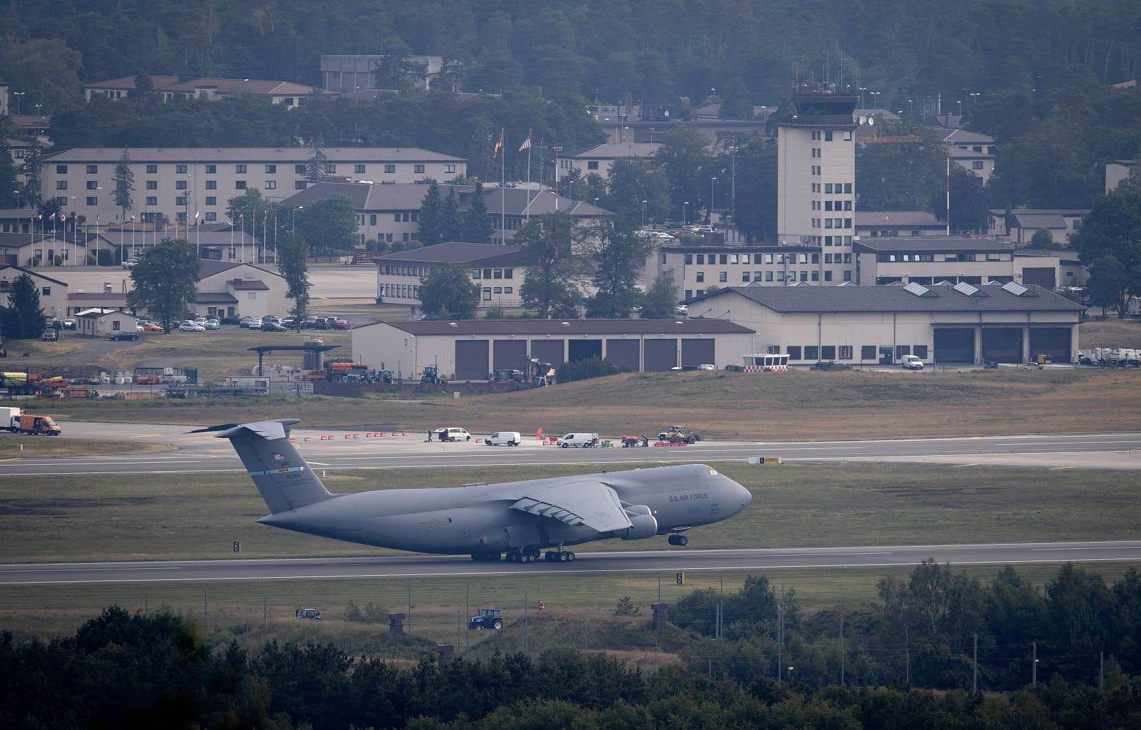 Des quelque 34500 militaires actuellement déployés en Allemagne, environ 6400 seront rapatriés aux États-Unis.