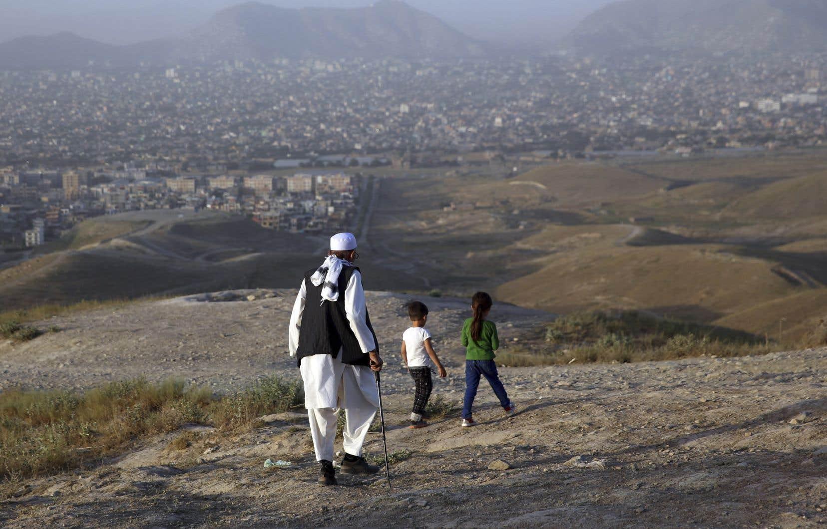 Le cessez-le-feu, décrété par  les talibans  mardi et auquel  le gouvernement a donné,  dans la foulée,  son aval,  est le troisième en 19 ans  de guerre.