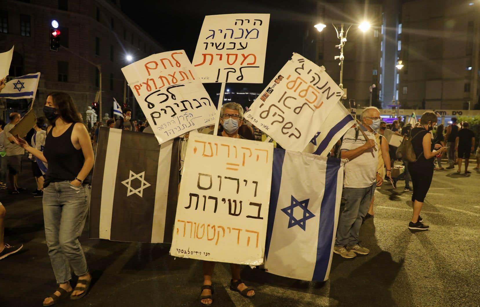 «Le premier ministre Benjamin Nétanyahou fait face à des manifestations continues et violentes de la part des Israéliens», écrit l'auteur.