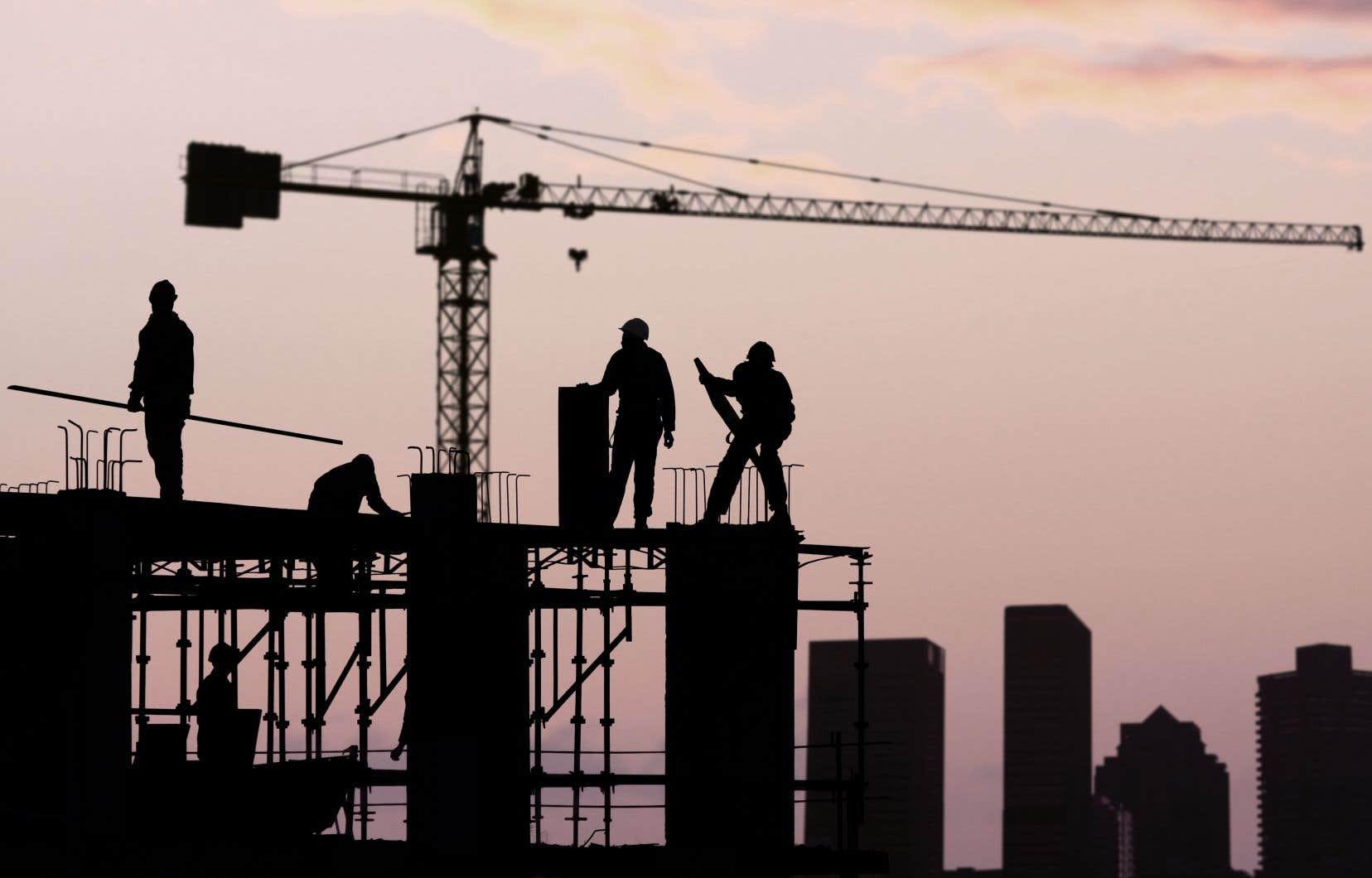 «Il est plus facile de braquer les projecteurs sur les travailleurs en présumant qu'ils sont fondamentalement paresseux et profiteurs et taire ce qui va en sens contraire», écrivent les auteurs.