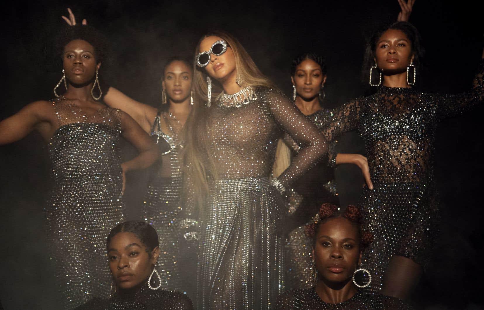 Dans tous les tableaux, de «Black is King», Beyoncé prend la pose, parade et danse comme elle seule sait le faire.