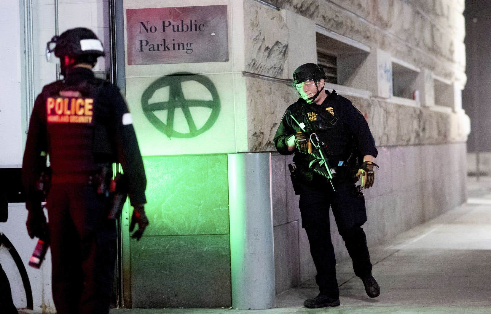 La police de Portland avait commencé jeudi à faire évacuer des secteurs du centre-ville bordant le tribunal fédéral de la ville.