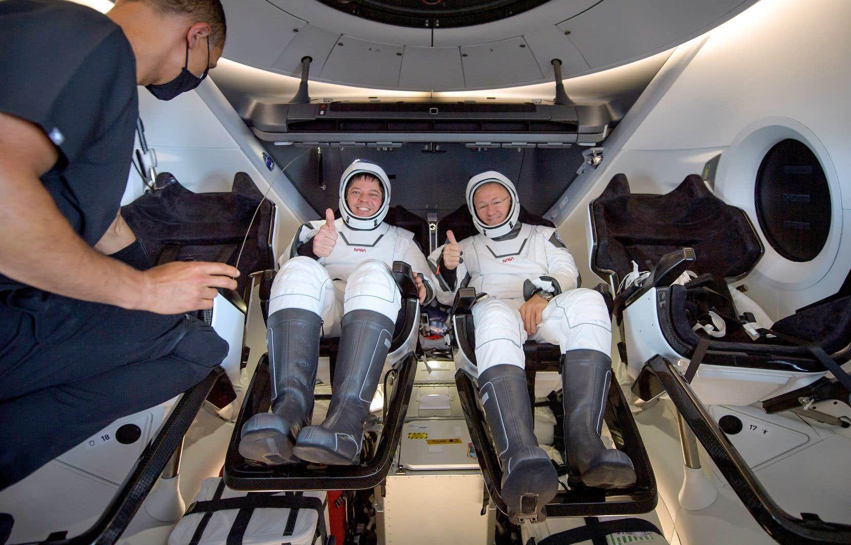 Après deux mois dans la Station spatiale internationale, et plusieurs sorties dans l'espace, Bob Behnken et Doug Hurley sont revenus sur Terre à 14h48 dimanche.