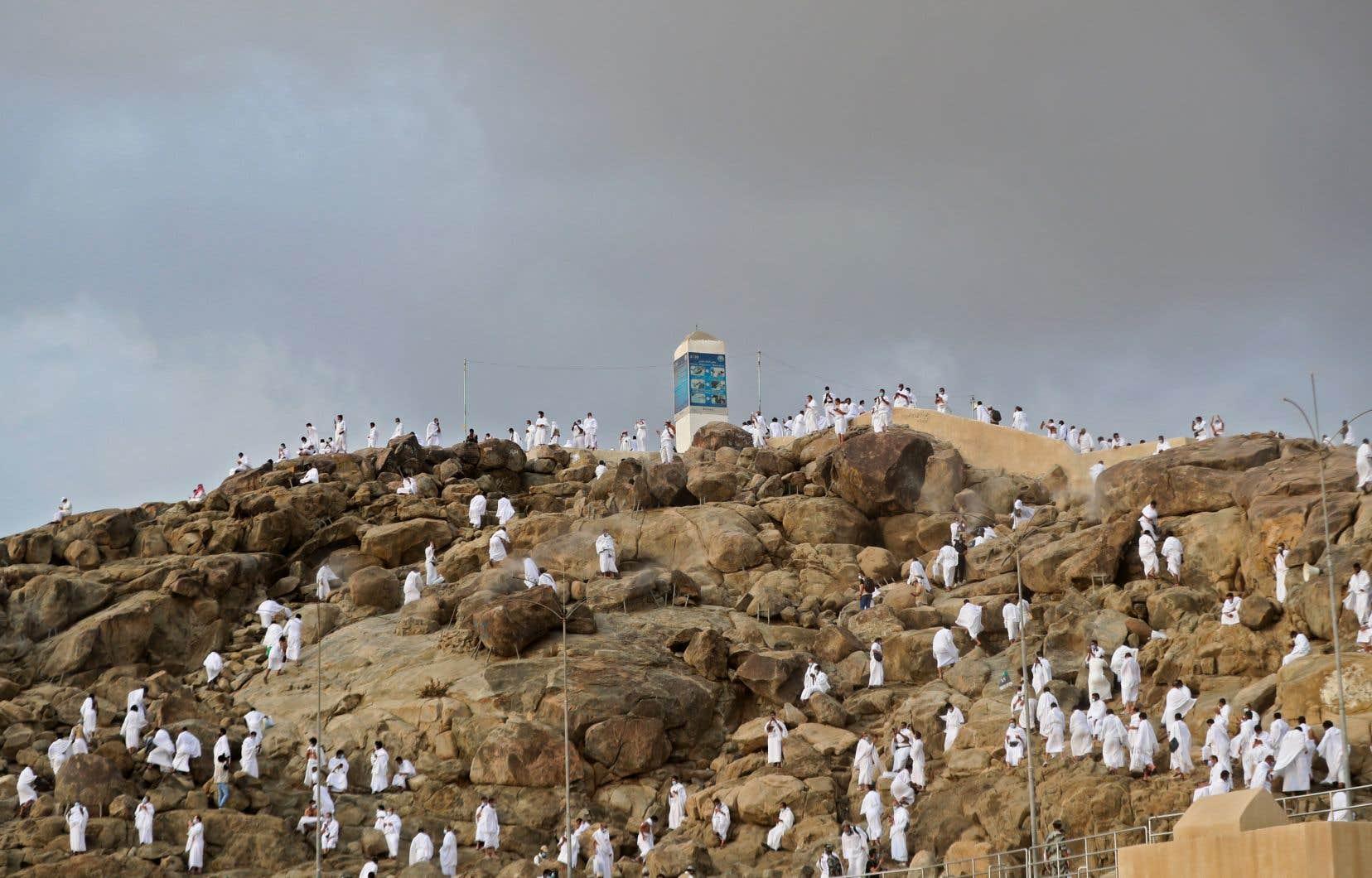 Des tonnes de déchets sont habituellement laissées sur le mont Arafat par les fidèles qui y passent une journée lors de leur pèlerinage. Cette année, le nombre de pèlerins a été réduit en raison de la pandémie.