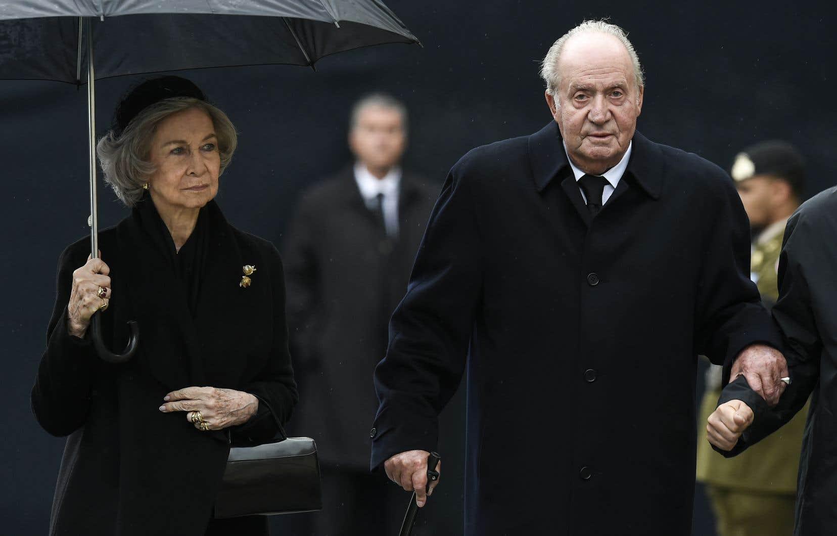 L'ancien monarque, âgé de 82ans, a annoncé sa décision de quitter l'Espagne à son fils, le roi Felipe VI, qui l'a acceptée et l'en a remercié dans un communiqué publié par la Maison Royale.