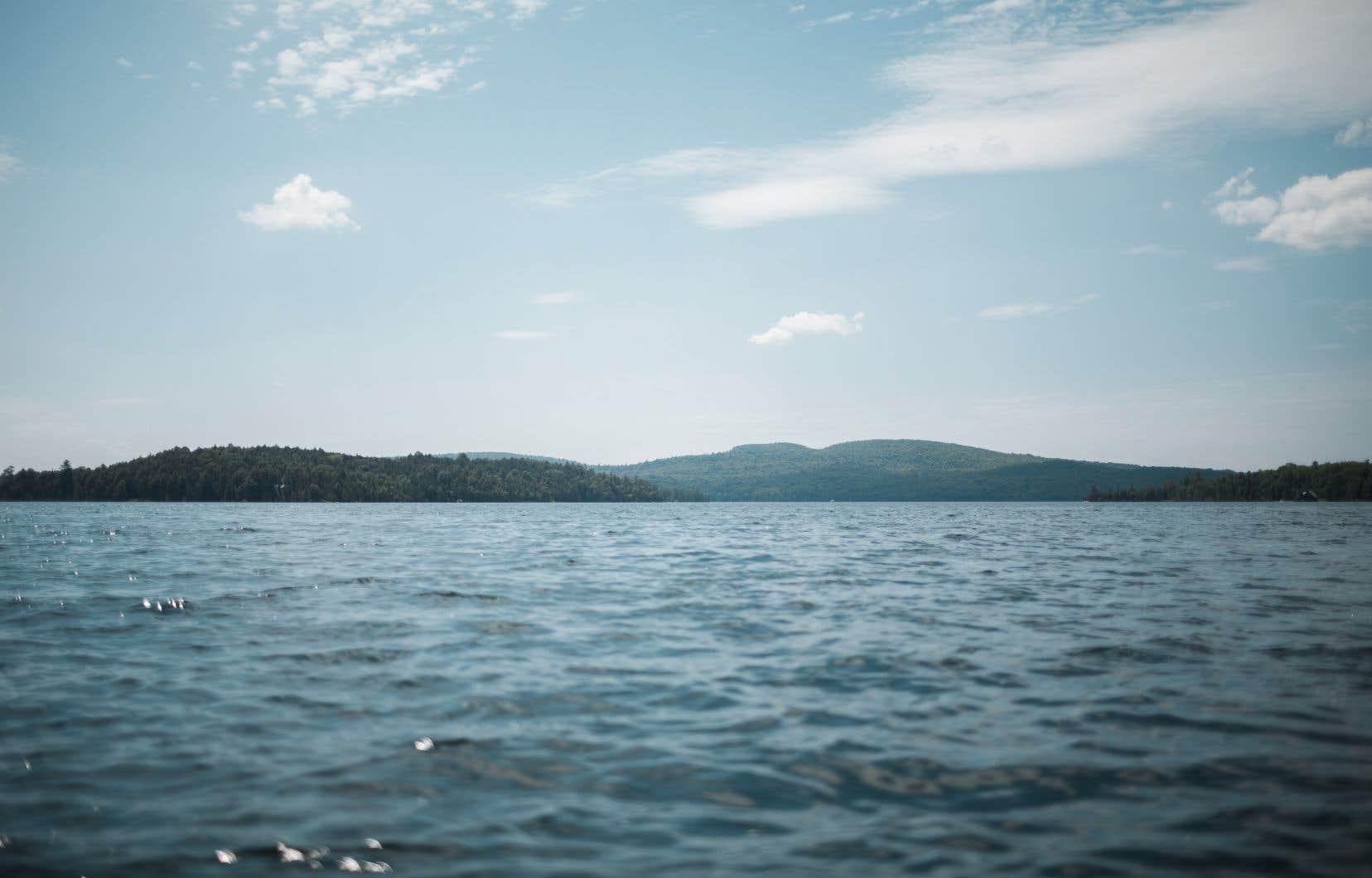 Issu d'une légende algonquine, le monstre Misiganebic aurait été vu au lac Blue Sea, en Outaouais, par plusieurs pêcheurs entre 1913 et 1930.