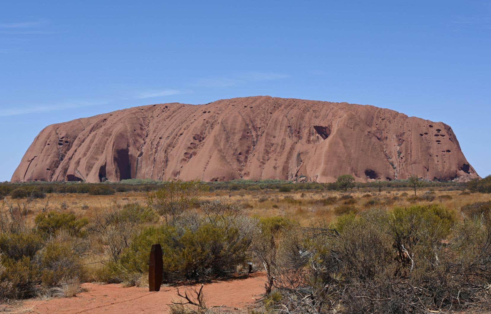 Le parc national Uluru est reconnu pour sa formation rocheuse du même nom, aussi appelée Ayers Rock.