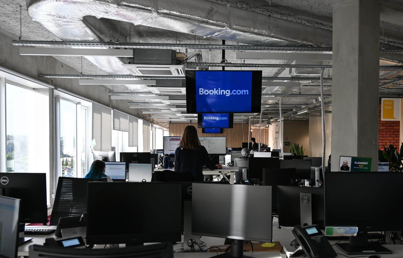 La compagnie basée à Amsterdam, qui emploie quelque 17 500 personnes à travers le monde, n'a pas donné le nombre exact de postes concernés.