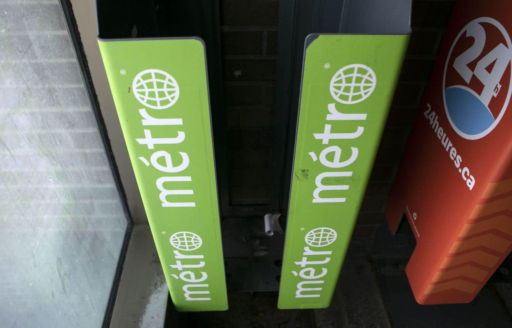 La baisse d'achalandage du métro de Montréal force le journal Métro à suspendre son édition imprimée.