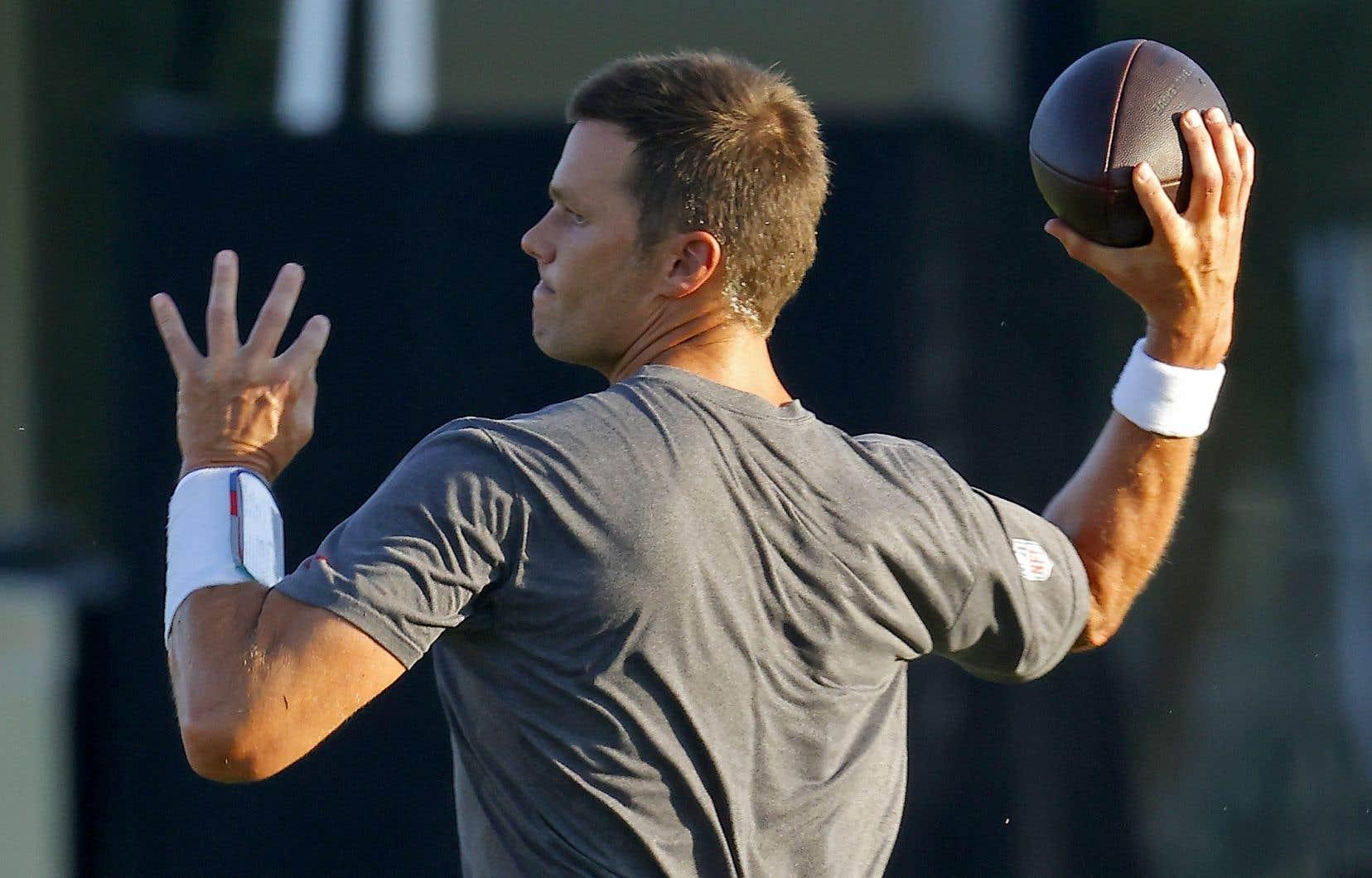 Tom Brady, 43 ans, a signé un contrat de 50 M$US pour deux ans avec les Buccaneers de Tampa Bay.